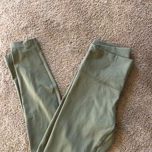 Lululemon Winder Under high Rise Size 8 Luxtreme